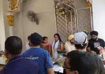 ทุกๆเช้าวันอาทิตย์ ทีมงาน #ชมรมไทยซิกข์ จัดกิจกรรมแบ่งปันน้ำใจให้กับพี่น้องประชาชน บริเวณประตูทางเข้า วัดซิกข์ พาหุรัด