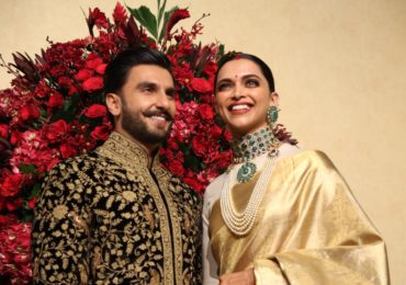Fans Go Gaga As Deepika Padukone-Ranveer Singh Make Their First Official Appearance As 'Husband And Wife' At Their Bengaluru Reception