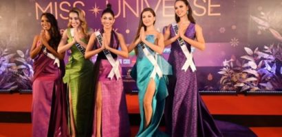 Miss Universe 2018 contestants wear Thai silk for Thai Night dinner